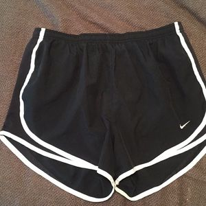 Nike shorts size medium